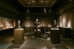 Indian art and statues on display in The Metropolitan Museum of Art stock image