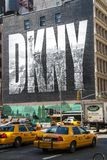 NEW YORK CITY USA - MAJ 17: 2008 Iconic DKNY-annons på Houston Street Arkivbilder