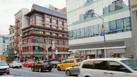 New York City, USA - OKTOBER, 2016: Chinatown in Manhattan, New York. Road traffic and the building in Chinese style. Chinatown in Manhattan, New York. Road stock video