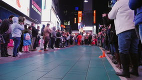 New York City, USA - OKTOBER, 2016: The evening show for the crowd in Times Square. Artists acrobats entertain tourists stock video footage