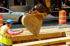 NEW YORK CITY, USA - 04, 2017: Straßenarbeiten in Manhattan und im Straßenbau Stockbilder