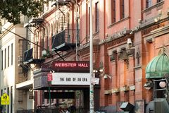 NEW YORK CITY - VERS 2017 : Signe devant l'announ de Webster Hall Image stock