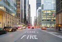 New York City vom Straßen-Niveau Stockbild