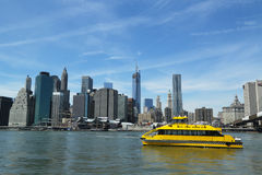 New York City Water Taxi with NYC skyline seen from Brooklyn Bridge Park Stock Photography