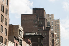 New- York Citygebäude gesehen von der Straße Stockfotos