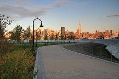 New- York CitySkyline an der Dämmerung von Hoboken, NJ Stockbild