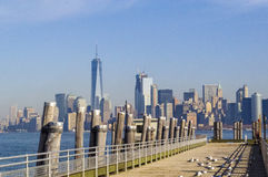 New- York Cityskyline von Liberty Island Lizenzfreie Stockbilder