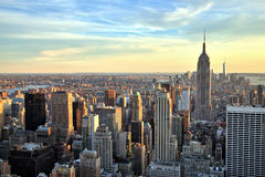 New- York Citystadtmitte mit Empire State Building bei Sonnenuntergang Stockbilder