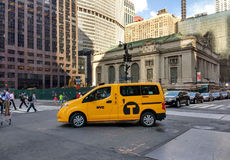 New- York Citytaxi Van Near Grand Central Terminal, USA stockbilder