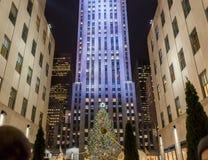 New York - 20 décembre 2013 : Arbre de Noël au cent de Rockefeller Photos stock