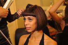 NEW YORK - 8 DE AGOSTO: Preparar-se modelo de bastidores em Top Model Latina 2014 Foto de Stock