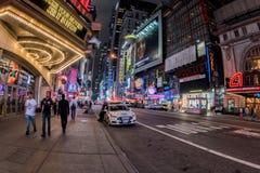 NEW YORK - de keer van de V.S. 16 JUNI 2015 regelt bewegende mensen Royalty-vrije Stock Afbeeldingen