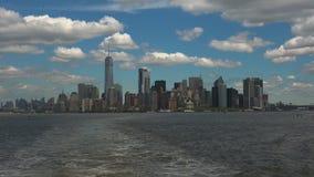 NEW YORK: De Stad van panoramanew york van een echt schip wordt gezien, - tijd die, ultra hd 4k stock videobeelden