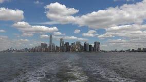 NEW YORK: De Stad van panoramanew york van een echt schip wordt gezien, - tijd die, ultra hd 4k stock video