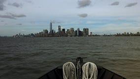 NEW YORK: De Stad van panoramanew york van een schip, tijdtijdspanne wordt gezien die, ultra hd 4k stock video