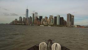 NEW YORK: De Stad van panoramanew york van een schip, tijdtijdspanne wordt gezien die, ultra hd 4k stock footage