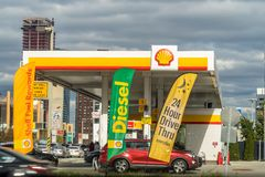 New York, de V.S. - 29 April, 2018: Shell-brandstofpost in Lower East Side, Manhattan stock afbeeldingen