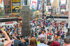NEW YORK, DE V.S. - 20 AUGUSTUS, 2014: Times Square overvol van toerist Stock Foto's