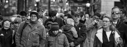 NEW YORK, de V.S. - 11 DECEMBER, 2011 - Stadsstraten is overvol van mensen voor Kerstmis Royalty-vrije Stock Foto's
