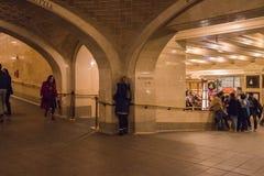 New York, de V.S. - 3 Januari, 2019 Grote Centrale Terminal Binnenland binnen Mensen in Fluisterende Galerij stock fotografie