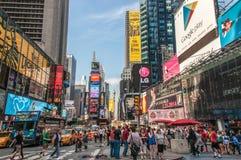 New York, de V.S. - 12 Juni, 2014: Times Squaremening, het belangrijkste vierkant van de Stad New-York Royalty-vrije Stock Afbeeldingen