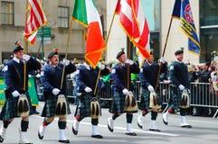 NEW YORK, DE V.S. - 17 MAART, 2015: De jaarlijkse St Patrick Dagparade langs vijfde Weg in New York Stock Foto's