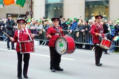 NEW YORK, DE V.S. - 17 MAART, 2015: De jaarlijkse St Patrick Dagparade langs vijfde Weg in New York Stock Fotografie