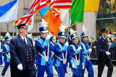NEW YORK, DE V.S. - 17 MAART, 2015: De jaarlijkse St Patrick Dagparade langs vijfde Weg in New York Royalty-vrije Stock Fotografie