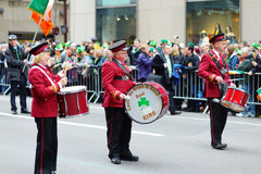 NEW YORK, DE V.S. - 17 MAART, 2015: De jaarlijkse St Patrick Dagparade langs vijfde Weg in New York Stock Afbeelding