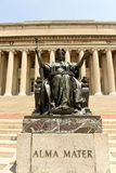 New York, de V.S. - 25 Mei, 2018: Alma Mater-standbeeld dichtbij Columbi stock foto