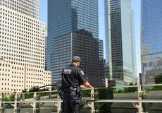NEW YORK, de V.S. - 24 Mei, 2018: Tegen het terrorismeambtenaar van NYPD per Royalty-vrije Stock Fotografie