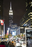 NEW YORK, DE V.S. - 21 NOVEMBER: Bezige straat in New York bij nacht, wi Royalty-vrije Stock Afbeeldingen