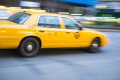 NEW YORK, DE V.S. - 21 NOVEMBER: De motie vertroebelde schot van beroemde Nieuwe Yo Royalty-vrije Stock Foto
