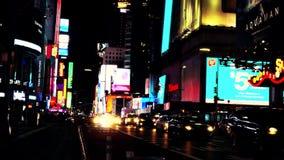 New York, de V.S., November 2018 - het Vierkante verkeer van New York Times bij nacht stock video
