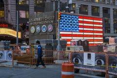 NEW YORK, DEGLI STATI UNITI 25 NOVEMBRE: Centro di assunzione dell'esercito nei periodi Squ fotografia stock libera da diritti