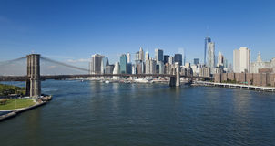 The New York Downtown w Brooklyn Bridge and Brooklyn park Royalty Free Stock Photos