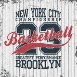 New York, emblème de vêtements de sport de basket-ball Conception d'habillement de basket-ball avec le lettrage Graphiques de T-s Images stock