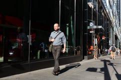 New York en Newyorkers De straatscène van Manhattan royalty-vrije stock foto
