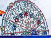 New York - Estados Unidos, - Ferris roda dentro Coney Island em New York foto de stock