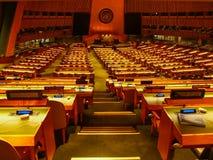 New York - Estados Unidos, a sala da assembleia geral de United Nations nas matrizes que constroem em New York City foto de stock