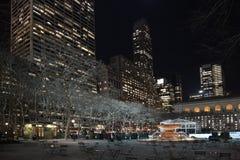 New York, Etats-Unis acculent la 6èmes avenue et 42 rue Manhattan Photographie stock