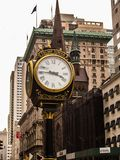 New York, Etats-Unis - horloge de tour d'atout photos stock