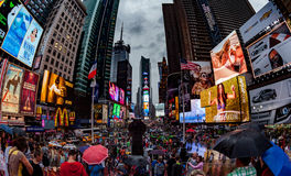 NEW YORK, ETATS-UNIS - 13 JUILLET 2013 : Photo de lentille de Fisheye de Times Square Images stock
