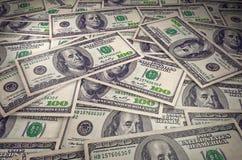 New York, Etats-Unis - 5 juillet 2018 : Une pile de cent billets de banque des USA avec des portraits de président Argent liquide illustration libre de droits