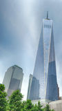 NEW YORK - Etats-Unis - 13 juin 2015 les gens s'approchent de la tour et de 9/11 de liberté Photo libre de droits