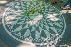 NEW YORK, ETATS-UNIS - 22 NOVEMBRE 2016 : Mosaïque de Strawberry Fields dans le plancher de Central Park à New York City, Etats-U Photo stock