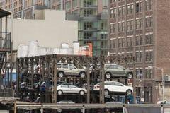 New York, Etats-Unis - 10 octobre : Pile de nouvelles voitures étant St Photos libres de droits
