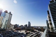 Estacionamento terminal do telhado da autoridade portuária e arranha-céus Manhatta fotografia de stock