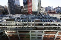 Estacionamento terminal do telhado da autoridade portuária e arranha-céus Manhatta fotografia de stock royalty free