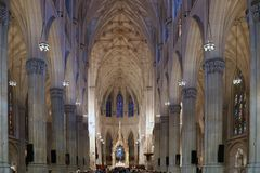 NEW YORK, EUA - AGOSTO 20,2016: Interior da catedral de St Patrick em New York City fotografia de stock